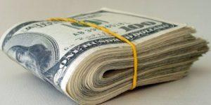 Кто скупает сотни тысяч долларов?