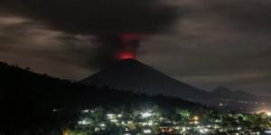Проснулся крупнейший стратовулкан на Бали