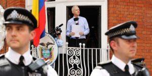 Эквадор решил передать Ассанжа полиции Британии