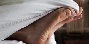 """""""Стресс, босые ноги"""": Немецкие медики назвали шесть главных врагов иммунитета человека"""