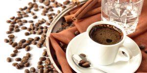 Почему кофе надо запивать водой.