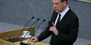 """Медведев: Система образования должна быть """"привязана"""" к экономике"""