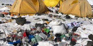 Эверест стал самой высокой мусорной свалкой в мире (+видео)