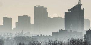 МЧС рекомендует жителям покинуть Екатеринбург. Оставшимся советуют не выходить из квартир и полоскать горло