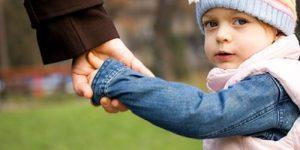 Число сирот в России снизилось до рекордно низкого уровня