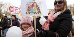 Католический священник призвал русских в Латвии воспитывать детей в соответствии с православными семейными традициями