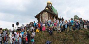 Партия «Гражданская Платформа» организовала самое массовое крещение в России