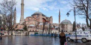 """""""Люди всех вероисповеданий смогут посещать памятник архитектуры бесплатно"""": В Турции допустили превращение Собора Святой Софии в мечеть"""