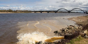 Не течет Волга