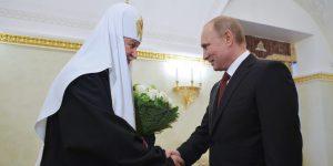 Путин подарил патриарху Кириллу картину с изображением главного православного храма Кремля