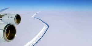 Куда уплыл и что натворил гигантский айсберг?