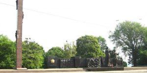 Во Львове демонтируют стелу советского Монумента Славы