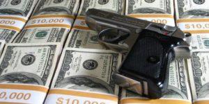 Доллары, обращённые в оружие. Американские деньги против России