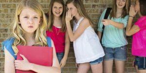 По законам подростковой стаи: что делать, если ребенка травят в школе