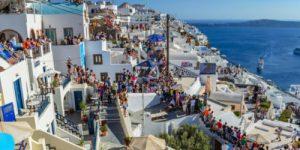 Остров Санторини уже не вмещает всех туристов