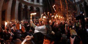В РПЦ не сомневаются в чудесном схождении Благодатного огня
