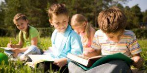 Летние занятия для детей: полезно ли загружать ребенка на каникулах