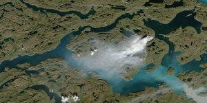 В ледяной Гренландии замечен гигантский пожар