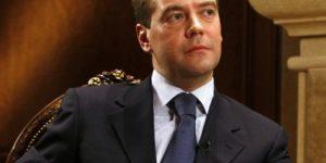 Медведева прорвало: премьер хочет контролировать расходы бедняков