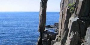 Камни в мире, которые противоречат современным законам физики