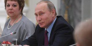 Владимир Путин: Только отличных знаний - мало! Надо еще и труд любить. Я вот, например, - плотник четвертого разряда