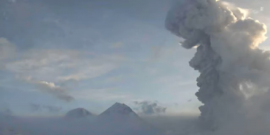 65 лет назад началось извержение вулкана Безымянный на Камчатке. Сегодня это повторилось