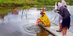 На реке Чусовой состоялось традиционное крещение