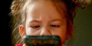 Одри ван дер Меер: «Мы рискуем вырастить поколение детей, которые не смогут написать список покупок» (ABC, Испания)