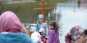 Почти 150 человек крестилось в День Крещения Руси в реке Чусовой